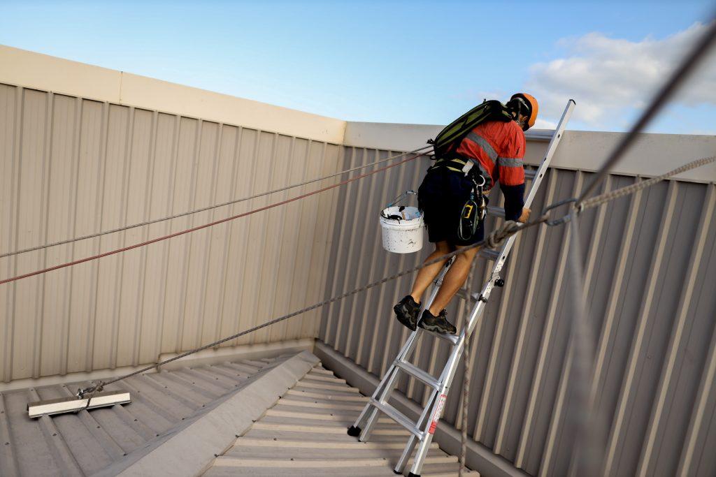 Travail Sur Toitures - Installation De Ligne De Vie
