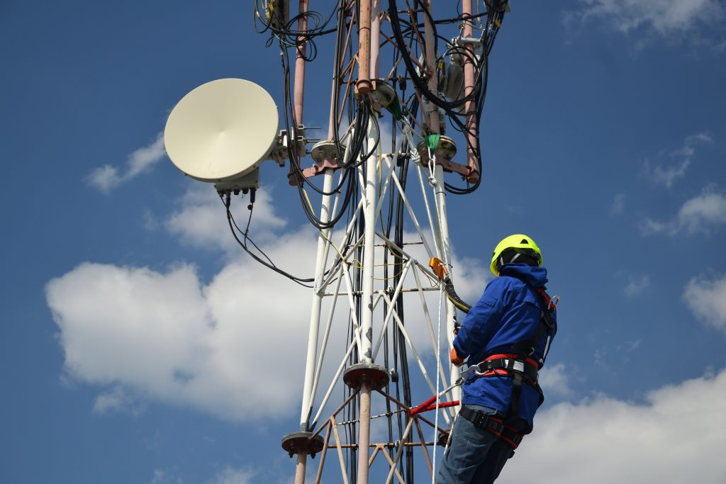 Telocom job climbing and maintenance